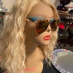 1 pair of sun glasses